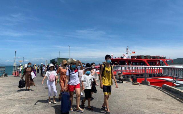 Hiện nay, mỗi tuần đảo Cô Tô đón từ 3.000 đến 5.000 khách.